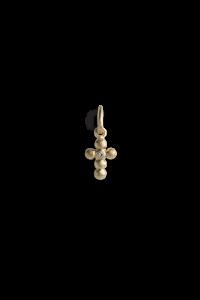 Cross Pendant with 1 Diamond